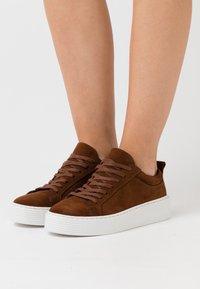 Vero Moda - VMKELLA  - Sneakers - emperador - 0