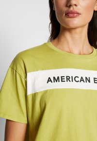 American Eagle - BRANDED SEAMED SANTA MONICA TEE - Print T-shirt - yellow - 5