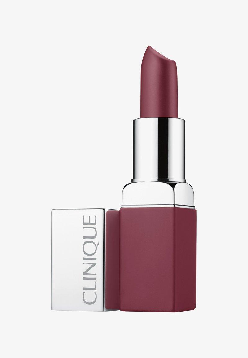 Clinique - POP MATTE LIP COLOUR + PRIMER - Lippenstift - 08 bold pop