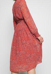 ONLY - ONLKENDEL DRESS BELT - Vestido informal - rust - 5
