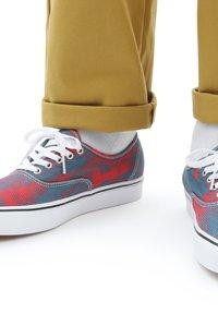 Vans - UA COMFYCUSH AUTHENTIC  - Trainers - blue - 0