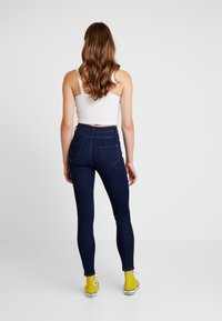 New Look - SUPER - Jeans Skinny Fit - mid blue - 2