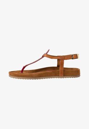 Sandaler m/ tåsplit - bright red
