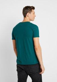 Abercrombie & Fitch - POP ICON CREW FRINGE - Camiseta básica - green - 2