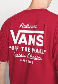 Vans - HOLDER CLASSIC - Print T-shirt - cardinal - 5
