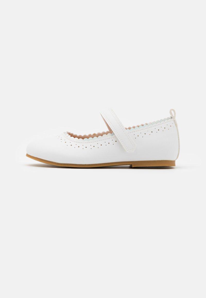 Friboo - Ballerina's met enkelbandjes - white