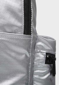 adidas Performance - CLASSIC METALLIC BACKPACK MEDIUM - Rygsække - silver - 4