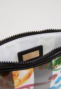 Versace Jeans Couture - TRANSPARENT MED POUCH STRAP - Clutch - multicolour - 4