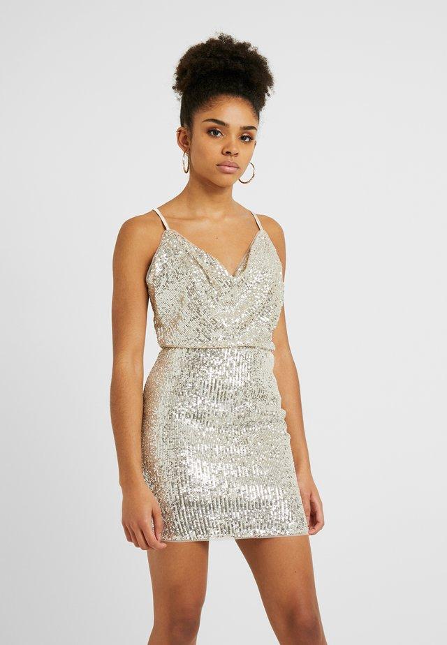 VUE MINI - Sukienka etui - nude/silver