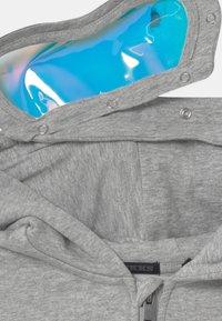 IKKS - HOLLOGRAM GOOGLES AND HEADPHONES ZIP UP HOODIE - Zip-up hoodie - gris - 5