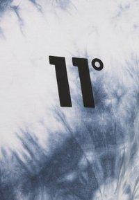 11 DEGREES - CUT OFF - Top - white/blue - 2