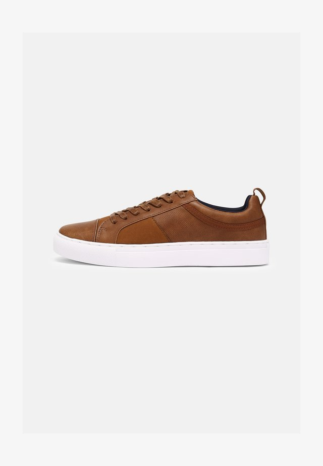VEGAN CONNER - Sneakers - cognac