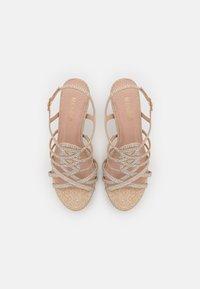 Menbur - Korkeakorkoiset sandaalit - gold - 5