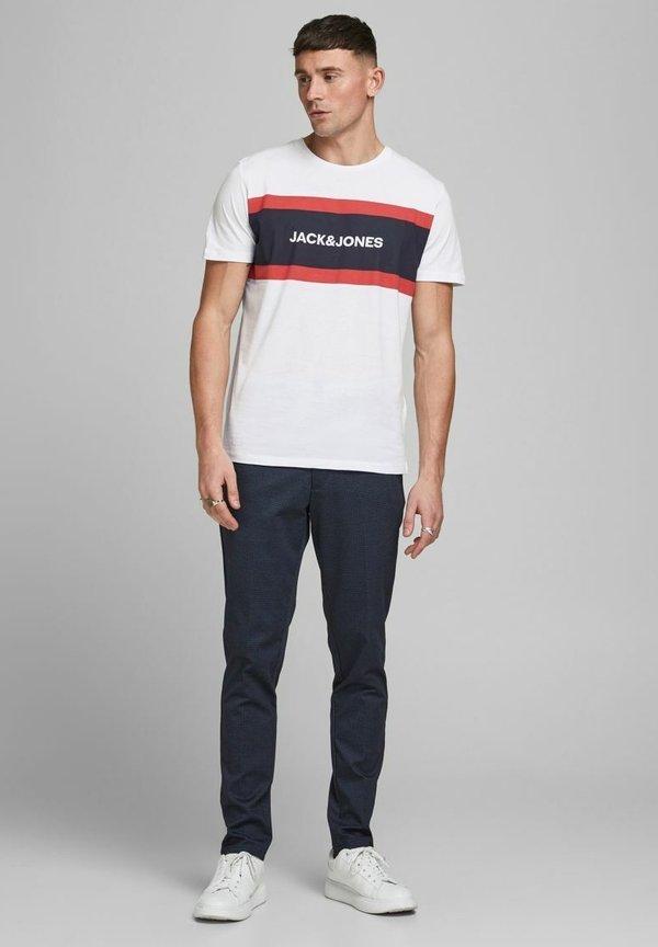 Jack & Jones SHAKE TEE CREW NECK - T-shirt z nadrukiem - white/biały Odzież Męska OVVQ