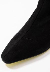 Fratelli Russo - FLAVIA - Ankle boots - nero/fuxia - 2