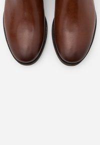 Jack & Jones - JFWJASON CHELSEA - Classic ankle boots - cognac - 4