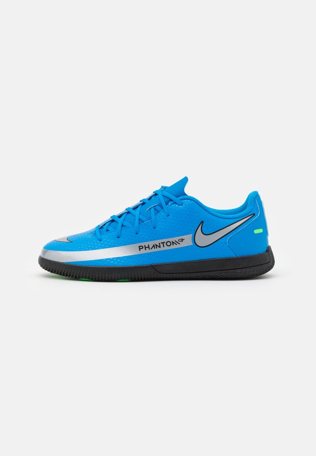 PHANTOM GT CLUB IC UNISEX - Indendørs fodboldstøvler - photo blue/metallic silver/rage green