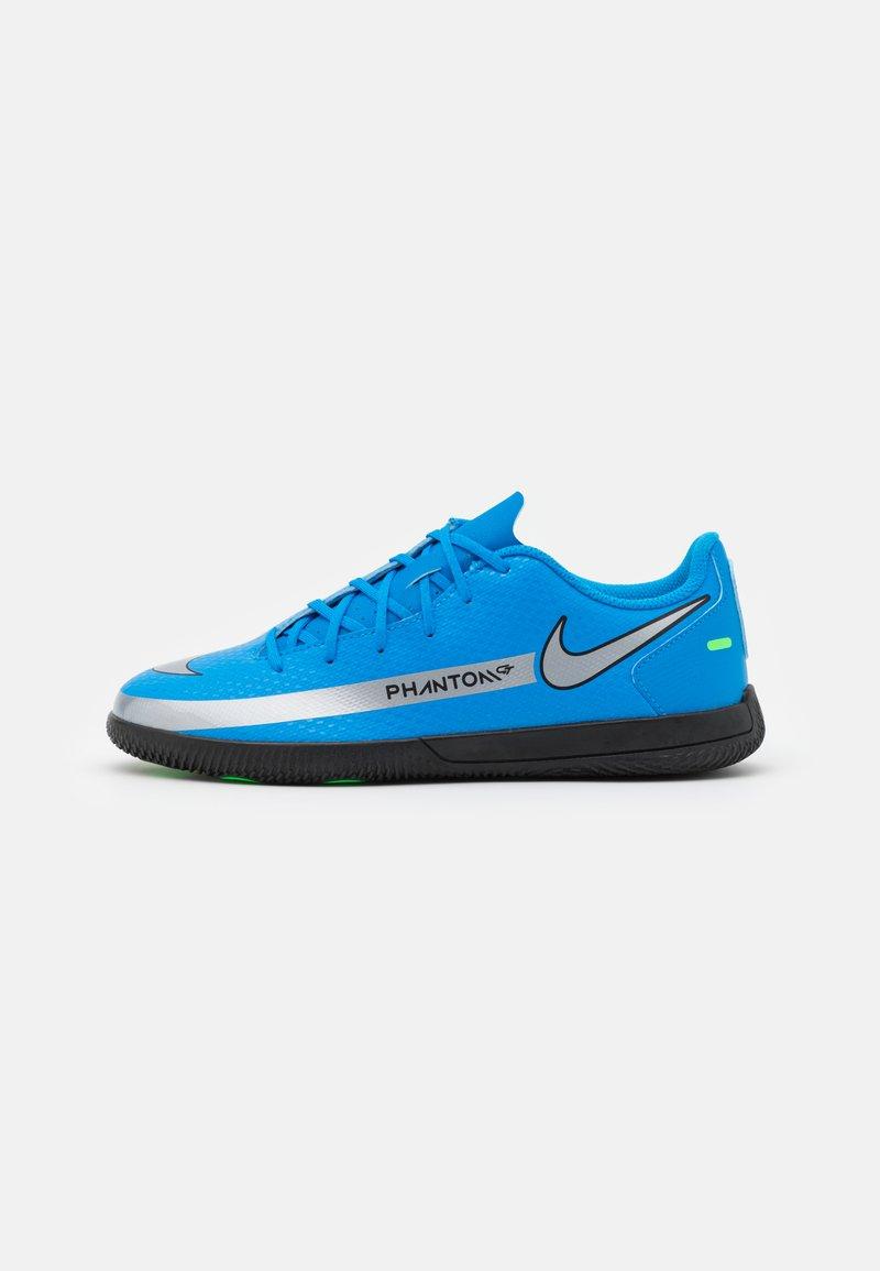 Nike Performance - PHANTOM GT CLUB IC UNISEX - Indoor football boots - photo blue/metallic silver/rage green