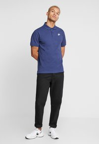 Nike Sportswear - M NSW CE POLO MATCHUP PQ - Polo - midnight navy/white - 1