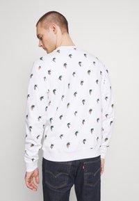 Lacoste - Unisex Lacoste x Jean-Michel Tixier Print Sweatshirt - Sweatshirt - blanc - 2