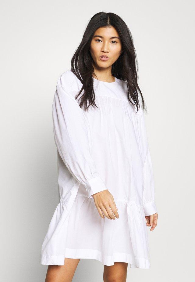 DINA DRESS - Vapaa-ajan mekko - bright white