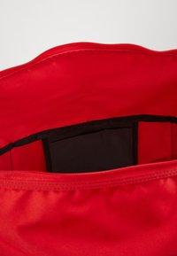 Nike Performance - TEAM DUFF  - Bolsa de deporte - university red/black/white - 4
