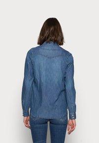 Gap Tall - Button-down blouse - medium indigo - 2