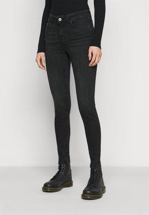 PCDELLY SKN MW - Jeans Skinny Fit - black