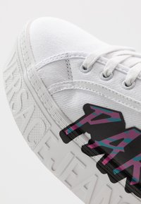 Versace Jeans Couture - Sneakers laag - white - 5