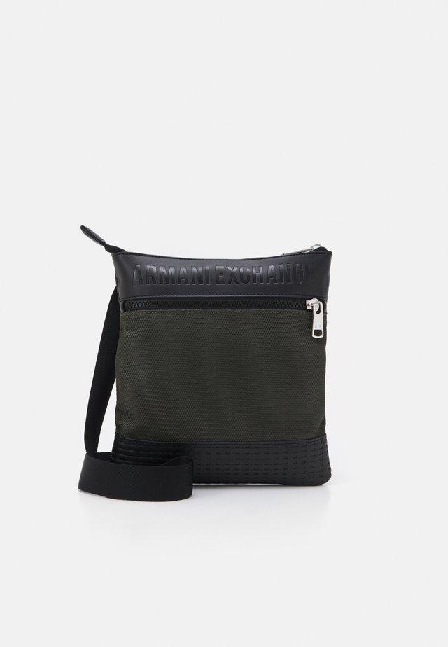 SHOULDER BAG - Sac bandoulière - graphite/rosin/black