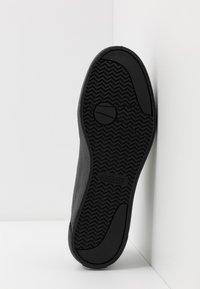 Lacoste - GRIPSHOT - Sneakersy niskie - black - 4
