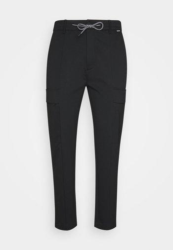 COMFORT PANT - Pantaloni cargo - black