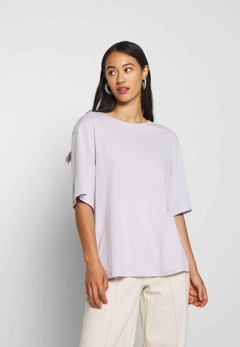 Weekday - ISOTTA - Camiseta básica - light purple