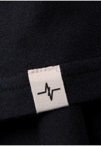 Spitzbub - GÜNTHER - Basic T-shirt - black - 5