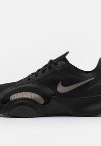 Nike Performance - SUPERREP GO - Zapatillas de entrenamiento - black/metallic pewter/iron grey - 5
