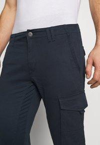 Jack & Jones - JJIPAUL JJFLAKE  - Cargo trousers - navy blazer - 6