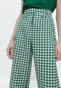 Uterqüe - MIT VICHYKAROS - Trousers - green - 3