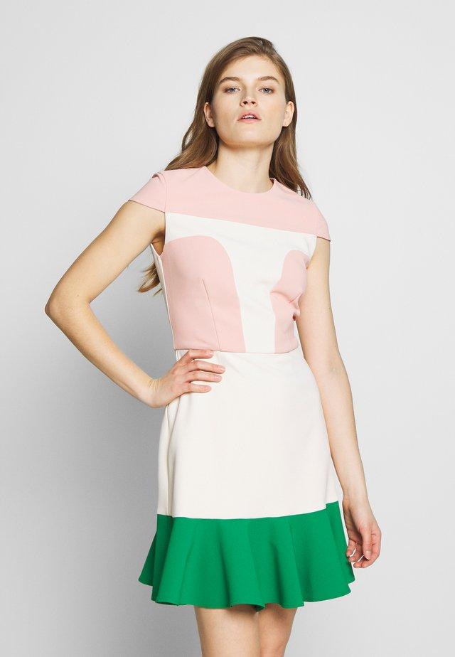 Denní šaty - rosa antico/burro