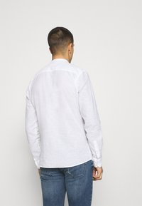 Only & Sons - ONSCAIDEN SOLID MAO - Shirt - white - 2
