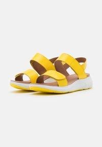 Caprice - Sandály na platformě - yellow - 2