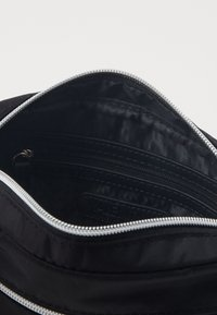 Valentino Bags - REALITY - Across body bag - nero - 2