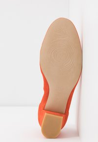 PERLATO - Classic heels - orange - 6