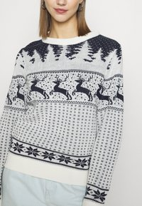 Vila - VICOMET CHRISTMAS - Jumper - snow white/navy - 5