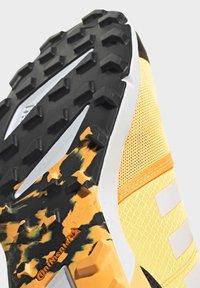 adidas Performance - TERREX SPEED TRAIL RUNNING SHOES - Obuwie do biegania Szlak - gold - 7