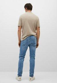 Mango - SKINNY  - Slim fit jeans - mittelblau - 2