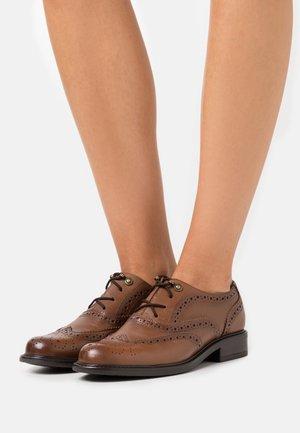 TEXAS - Šněrovací boty - cognac
