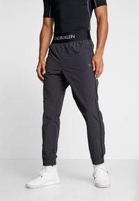 Calvin Klein Performance - TRACK PANTS - Spodnie treningowe - gunmetal/black - 0