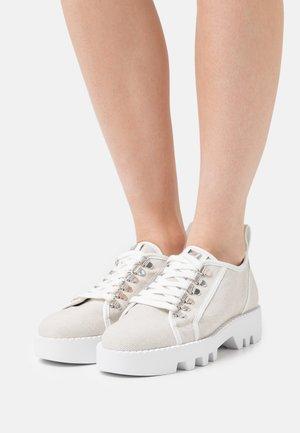 DAN - Šněrovací boty - natur