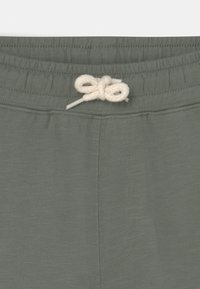 Cotton On - HENRY SLOUCH  - Tracksuit bottoms - swag green - 2
