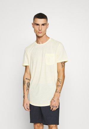 JORLINUS TEE CREW NECK - T-shirts basic - flan